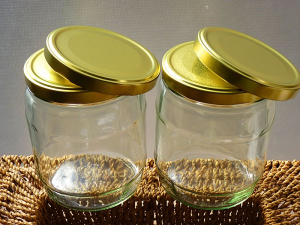 Two 1 Liter Jars With Four Screw Caps